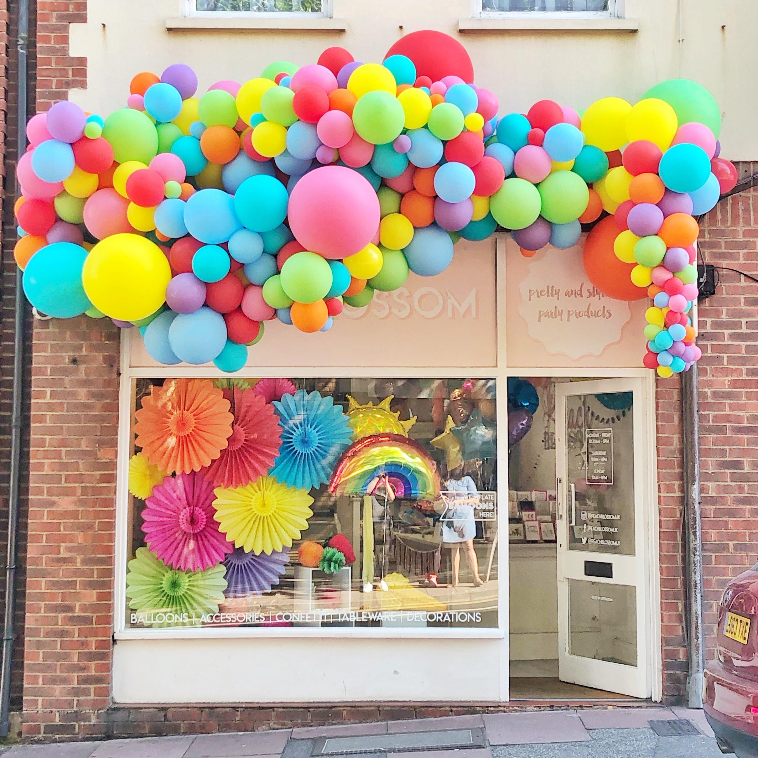 outdoor-balloon-garland-installation-copy.jpg