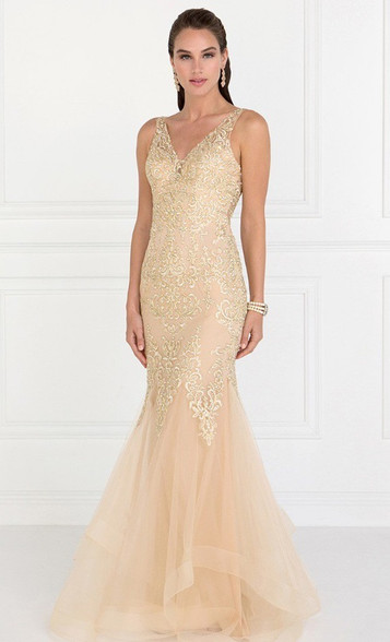 You will make head turn in  this champagne dress.