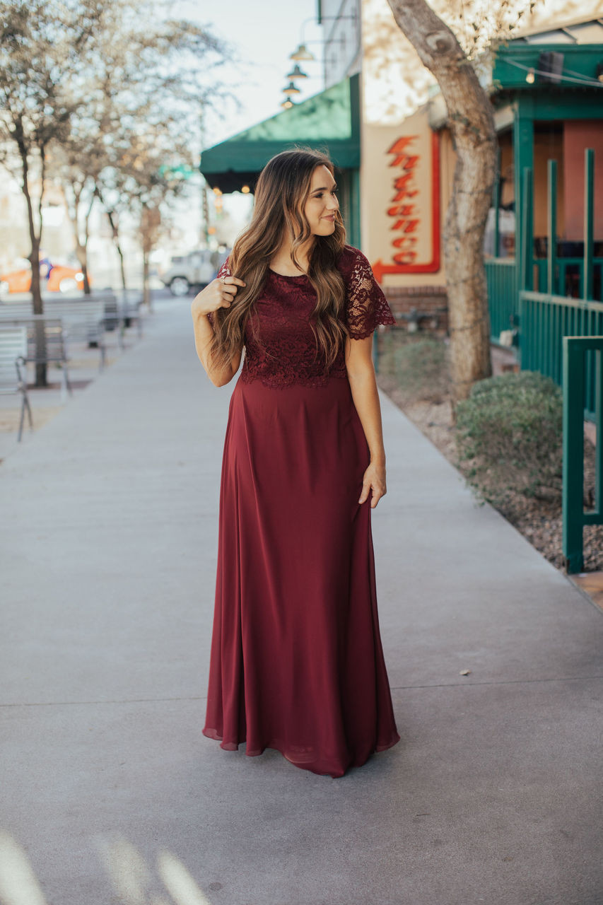 45dc8a9c81 21 Beautifully Modest Prom Dresses for 2019