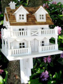 Cape Cod Cottage with Bracket
