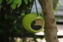 Mango Fly Feeder Green