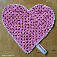 Free Pattern: Sweet Heart Shaped Rug by Hoooked Zpagetti (Official Pattern)