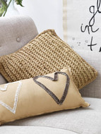 Free Pattern: Pillow Beso by Hoooked Zpagetti (Official Pattern)