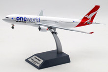 Inflight200 Qantas Airbus A330-200 VH-EBV IF332QFA0419