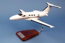 "Pilot's Station Cessna 510 Citation ""Mustang"" 1/32"