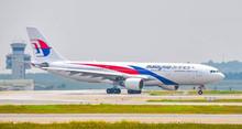 Phoenix Malaysia Airlines Airbus A330-200 9M-MTU 1/400