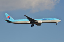 Phoenix Korean Air Boeing 777-300ER HL8010 1/400