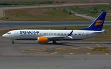 Phoenix Icelandair Boeing 737-8max TF-ICU 1/400