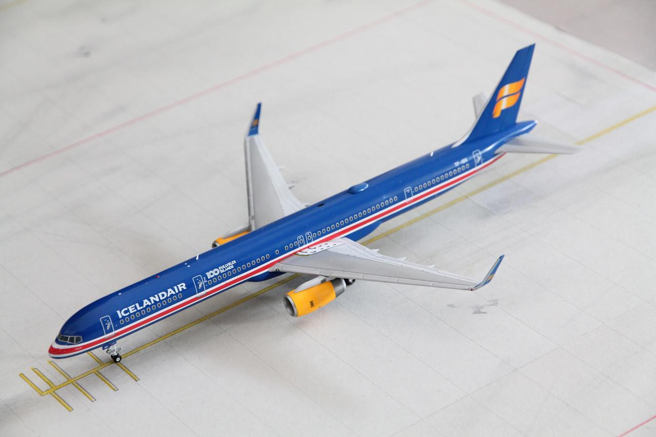 """Snap-Fit 1:200 Herpa 611848 Icelandair Boeing 757-200 /""""80 Years of Aviation/"""""""