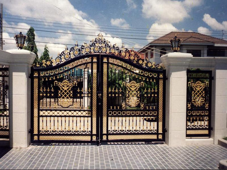 LARGE VICTORIAN STYLE BLACK AND GOLD TONED CAST IRON ENTRANCE ESTATE GATE, 112 TALL, 144 WIDE