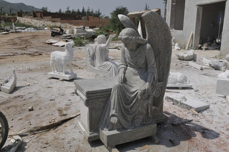 HAND CARVED MARBLE MONUMENT OF ANGEL HOLDING A WREATH, GOOD CHURCH OR CEMETERY STATUE, RELIGIOUS