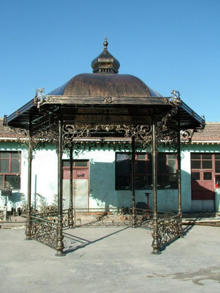 HEXAGON SHAPED IRON GAZEBO WITH SOLID ROOF 50-03354