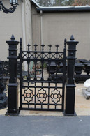 SUBSTANTIAL CAST IRON PEDESTRIAN GARDEN GATE WITH 2 POSTS