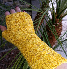 Garden Lattice Fingerless Mitts