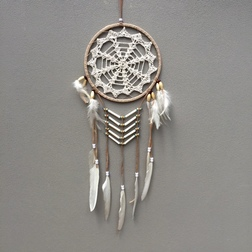 CARAMEL DREAM CATCHER WHITE CROCHET LACE AND WHITE FEATHERS