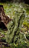 Campania Stone tree frogs statue.