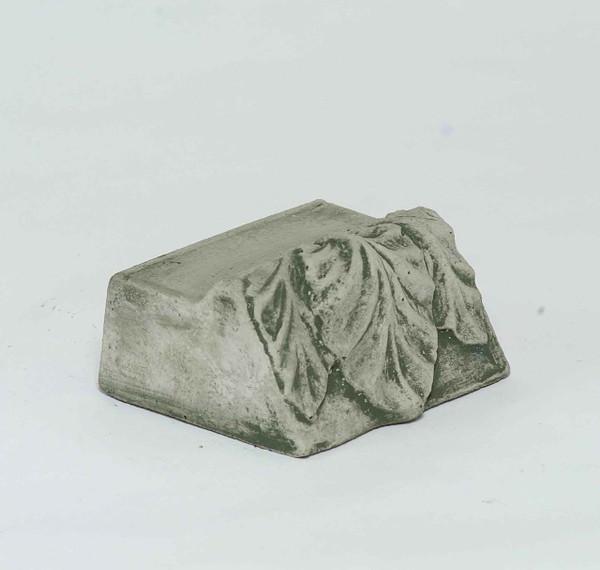 Campania Stone leaf riser large.
