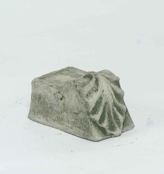 Campania Stone leaf riser small.
