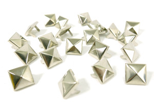 Medium Chrome Pyramid Studs 100 pieces