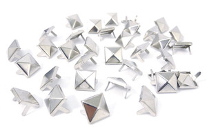 Large Pyramid Stud 100 pieces