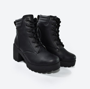 Black Leather Toast Girls Boots