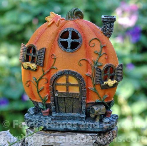 Skinny Halloween Pumpkin House