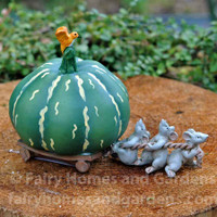 Top Collection Three Mice Pulling a Green Gourd Collectible