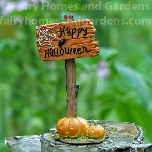 "Miniature ""Happy Halloween"" Sign"
