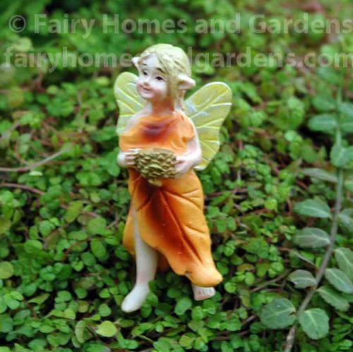 Tiny Oak Fairy - Pin