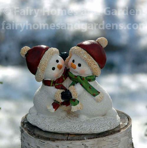 Miniature Dancing Snowmen Figurine