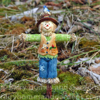 Woodland Knoll Miniature Scarecrow
