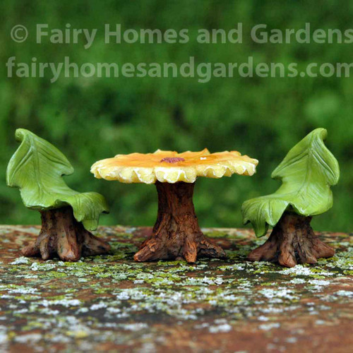 Woodland Knoll Daisy Table and Leaf Chairs Set