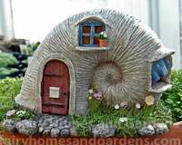 Woodland Knoll Solar Sea Shell Fairy House