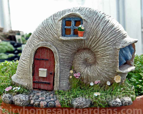 Woodland Knoll Solar Sea Shell Fairy House
