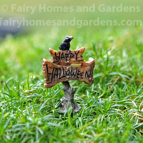 Itty Bitty Happy Halloween Sign with Crow