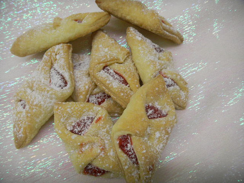 These highly addicting cookies are an Eastern European tradition. The cream cheese dough is what makes this cookie taste so delicious. It's made the old fashioned way and each cookie is generously filled with filling. If these cookies are tradition in your family, they should bring back some sweet memories.
