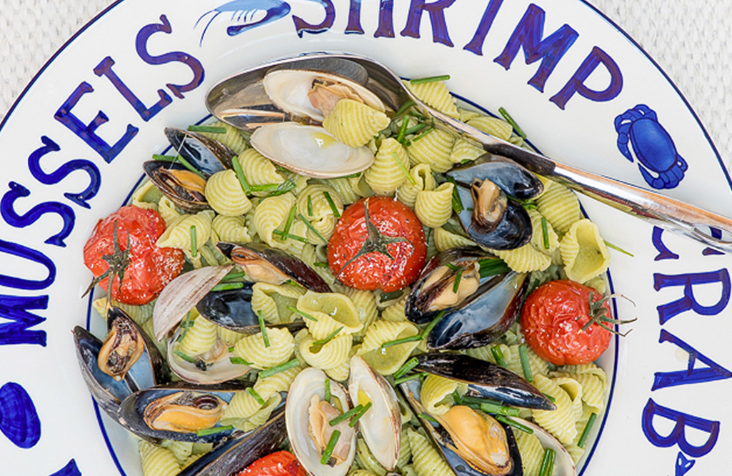 garlic-chive-pasta-mussels-clams.jpg