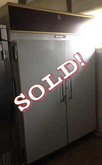 KELVINATOR 2 DOOR REACH IN FREEZER