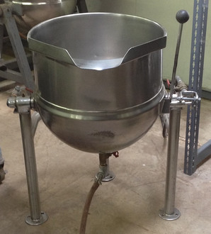 "Used-Groen kettle, 20 gallon, tilting kettle, steam jacket, stainless steel construction, trileg base, flanged feet, needs remote steam source, 25 PSI, gas, 31""W x 40""H x 31""D"
