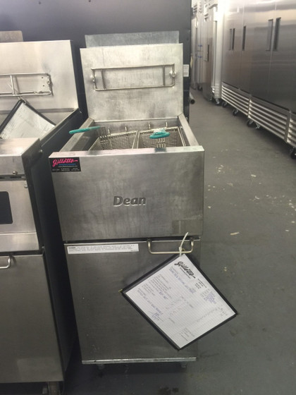 "USED DEAN SR42GN Super Runner Value Fryer, Natural gas, floor model, 43 lb. capacity, durable temperature probe, millivolt control system (requires no electrical hookup), includes: basket hanger & twin baskets, stainless steel frypot, front & door, aluminized sides, 6"" adjustable steel legs, 105,000 BTU, CSA, NSF, CE, TUV"