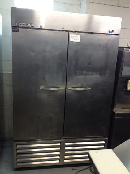 "Horizon Series Freezer, reach-in, two-section, 49 cu. ft., (1) right-hand hinged solid door, (1) left-hand hinged solid door, (6) adjustable shelves, electronic control, LED interior lighting, digital display, expansion valve technology, automatic defrost, bottom-mounted self-contained refrigeration, stainless steel interior and exterior, 6"" casters, 3/4 hp, UL, cUL, UL-EPH, MADE IN USA, ENERGY STAR®"