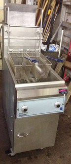 PITCO 14S-CLQ FRYER WITH AUTOMATIC BASKET LIFTS