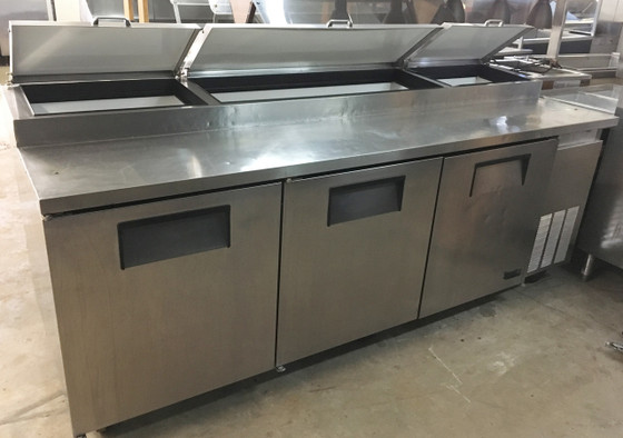 """Pizza Prep, 33-41°F pan rail, stainless steel cover, 19.5""""D cutting board, stainless steel front, top & sides, (3) full doors, (6) adjustable wire shelves, includes (12) 1/3 size clear polycarbonate insert pans (top), aluminum interior with stainless steel floor, 5"""" castors, front breathing, 1/2 HP, 115v/60/1, 9.7 amps, NEMA 5-15P, UL EPH Classified, cULus, CE, MADE IN USA"""