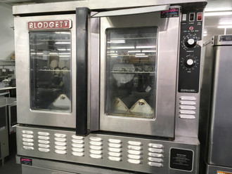 "Zephaire Convection Oven, gas, single-deck, standard depth, capacity (5) 18"" x 26"" pans, (SSI-D) solid state infinite controls with digital timer, two speed fan, dependent glass doors, interior light, stainless steel front, sides and top, 25"" stainless steel legs, 50,000 BTU, ETL, NSF"