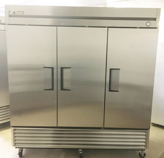 "Freezer, Reach-in, -10?ø F, three-section, stainless steel doors, stainless steel front, aluminum sides, aluminum interior with stainless steel floor, (9) adjustable PVC-coated wire shelves, interior lighting, 4"" castors, R290 Hydrocarbon refrigerant, 3/4 HP, 115v/60/1, 14.0 amps, NEMA 5-20P, MADE IN USA"