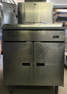 "PITCO DONUT FRYER 24"" VAT. NATURAL GAS. MODEL 24PSS-E. 120 VOLT. 200-400 DEGREE TEMP. RANGE. FULLY REFURBISHED."