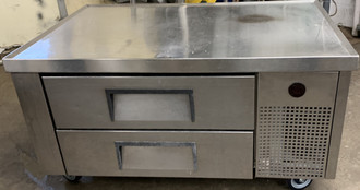 "Refrigerated Chef Base, 48-3/8""L, one-piece 300 series 18 gauge stainless steel top with V edge, stainless steel front/sides, aluminum back, aluminum interior with stainless steel floor, (2) drawers [accommodates (2) 12""x20""x4"" pan/drawer, NOT included], 4"" castors, 1/5 HP, 115v/60/1, 5.4 amps, NEMA 5-15P, cULus, UL EPH Classified, MADE IN USA"