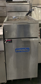 "Fryer, gas, floor model, 40lb. capacity, tube fired cast iron burners, snap action thermostat, millivolt temperature control, includes: wire mesh crumb screen & (2) nickel-plated baskets, stainless steel front, door, sides, basket hanger & frypot, 6"" legs, 105,000 BTU, CSA Flame, CSA Star, NSF, CE"