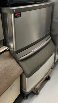 USED MANITOWOC 280 ICE MACHINE QY0284A. 115V.