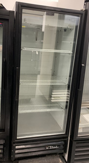 "Refrigerated Merchandiser, one-section, True standard look version 01, (3) shelves, powder coated steel exterior, white interior with stainless steel floor, (1) Low-E thermal glass hinged door, LED interior lights, R290 Hydrocarbon refrigerant, 1/6 HP, 115v/60/1, 2.0 amps, NEMA 5-15P, (depth does not include 1"" for rear bumpers), cULus, UL EPH Classified, MADE IN USA"